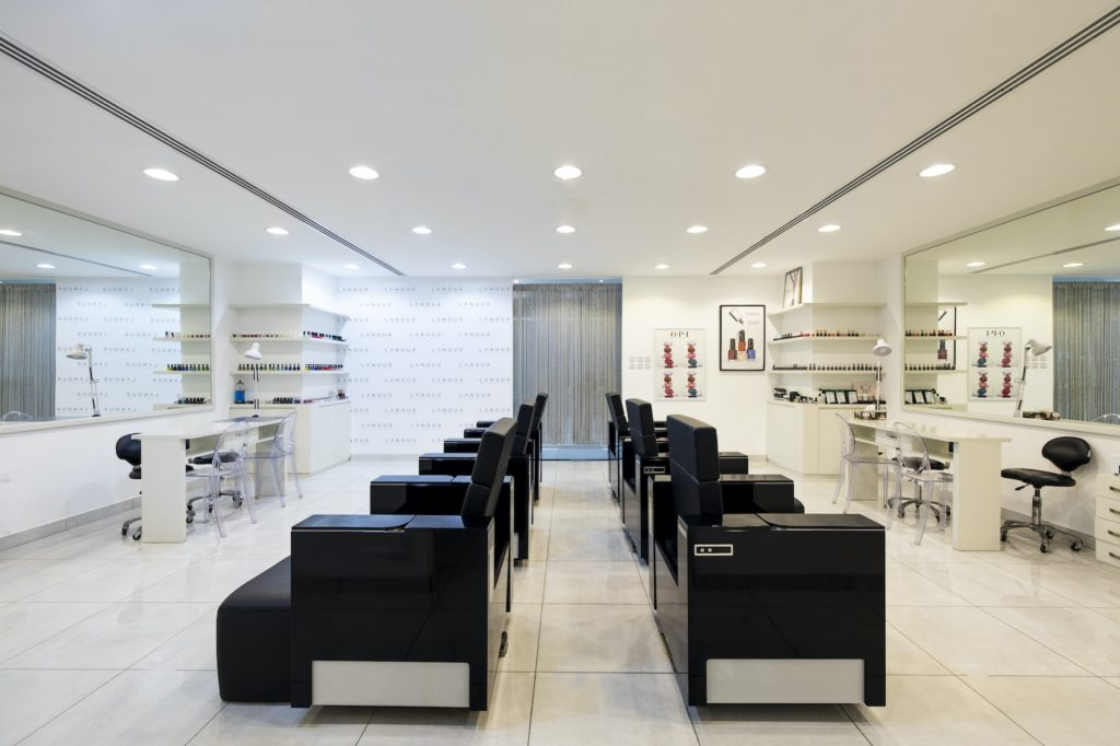 microchip nail salon with smart nails
